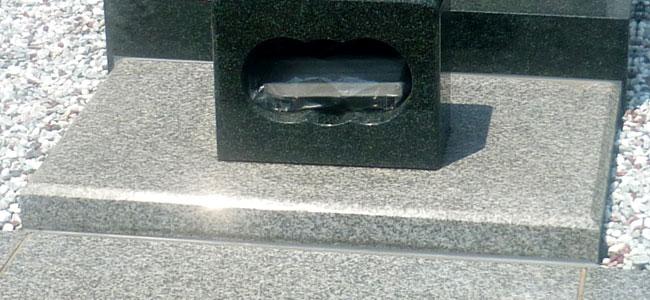拝石(カロートのフタ石)