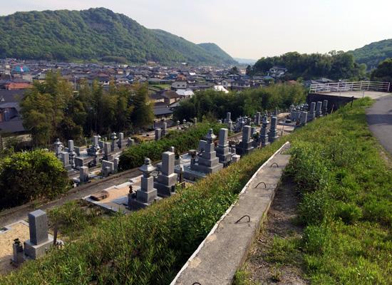 西辛川墓地1