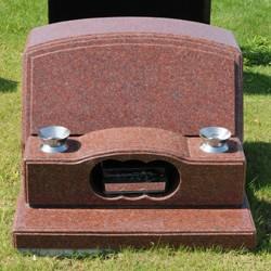 インド赤洋型墓石