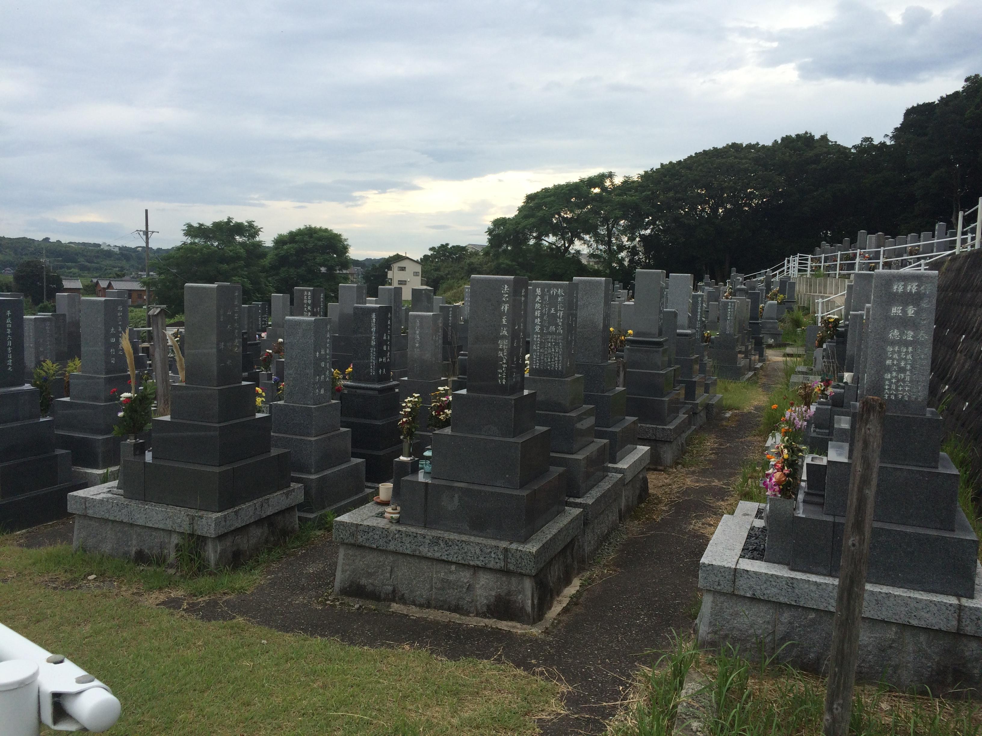 黒石墓地全景